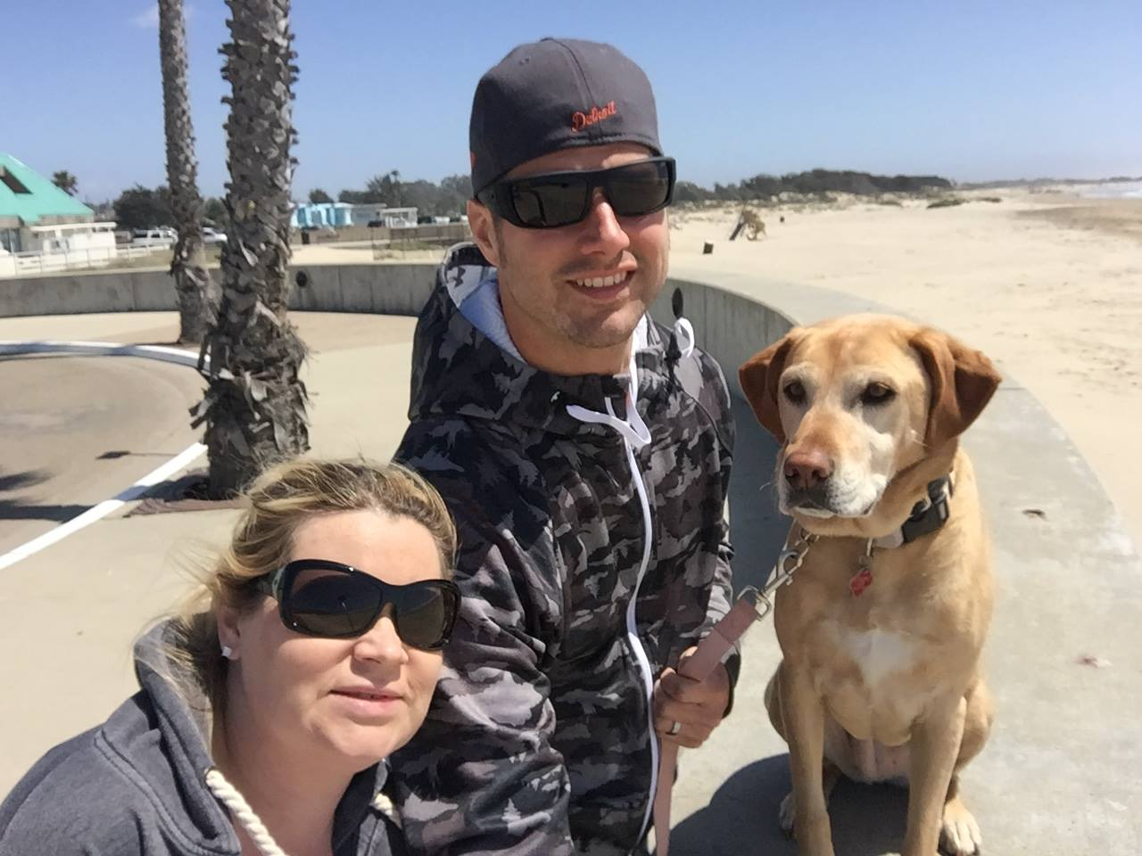 Happy Tails Pet Travel Couple with dog